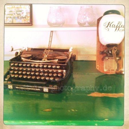 Schreibmaschine mit Kaffeemühle